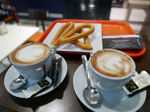 アトーチャ駅でチュロスの朝食