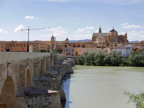 ローマ橋とメスキータ