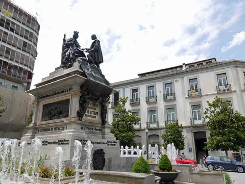 イサベル・ラ・カトリカ広場