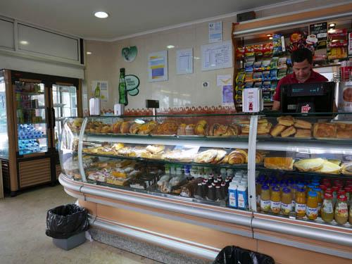 街中のパン屋さん