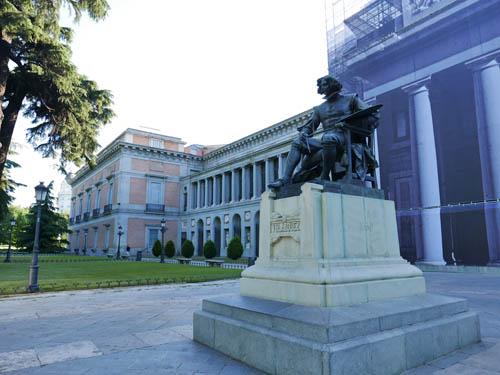 プラド美術館 ベラスケスの像