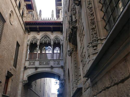 旧市街の渡り廊下