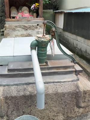 手押しポンプの井戸