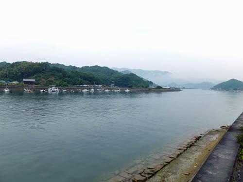 対岸は岩子島