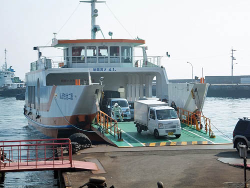 岡村島と結ぶフェリー