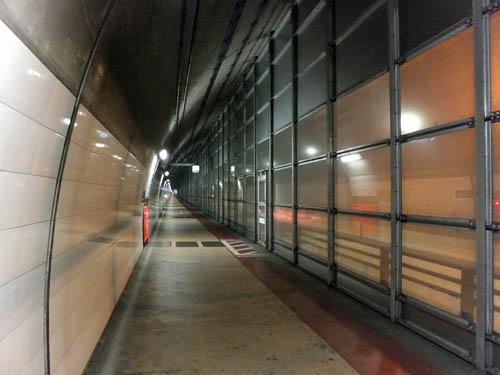 休山トンネル