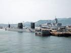 停泊する潜水艦