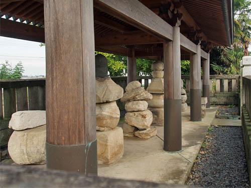 岡部六弥太忠澄の墓