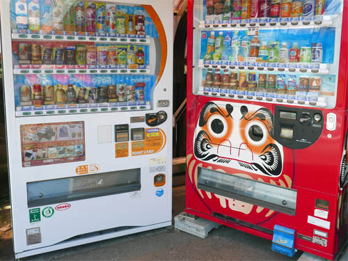 だるま柄の自販機