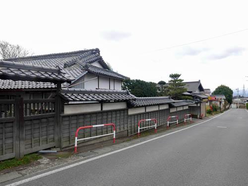 小田井への道