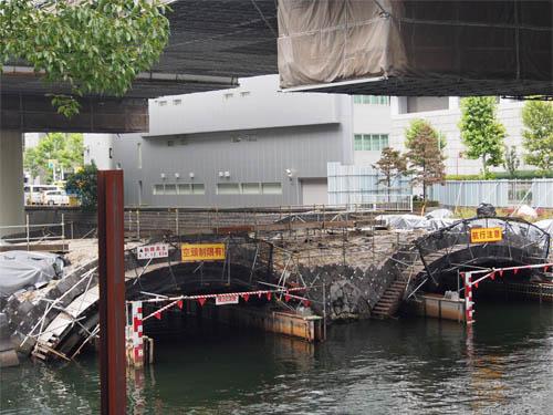 修復中の常磐橋