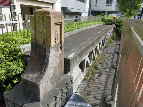 竜閑橋の橋桁