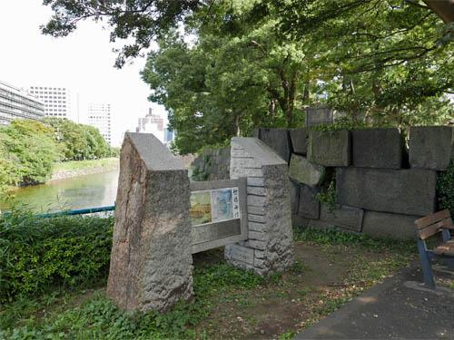 竹橋門の碑