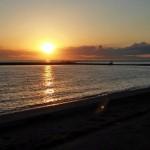 台風一過 夕陽を眺めに海辺を散歩