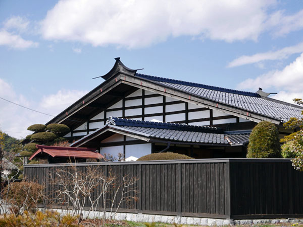 雀踊りの家