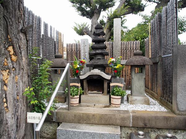 お岩さんの墓